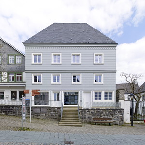 Classicist wooden facade
