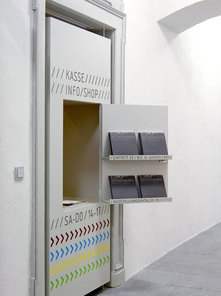 Kasse, Info und Shop