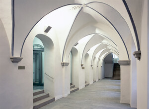 Cross-vaulted corridor in the monastery