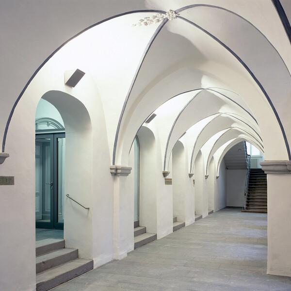Cross-vaulted corridor in the monastery