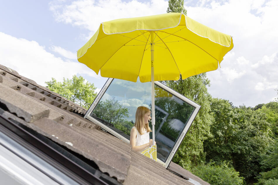 Mobile sundeck that pop out of a skylight