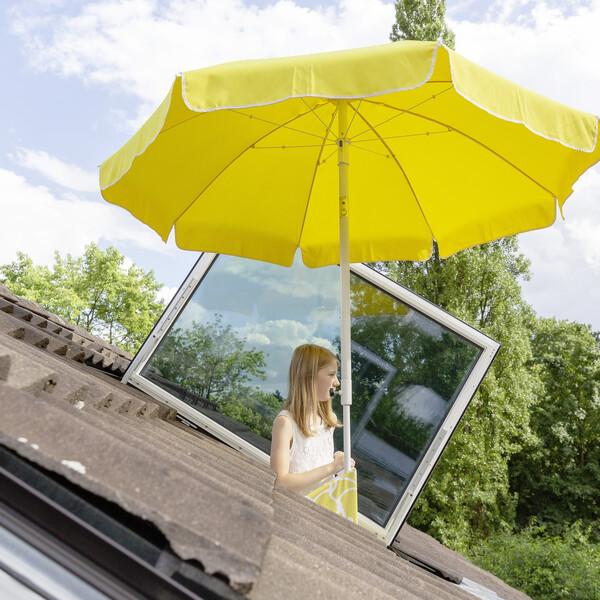 Terrasse ensoleillée pour mobiles sur le toit