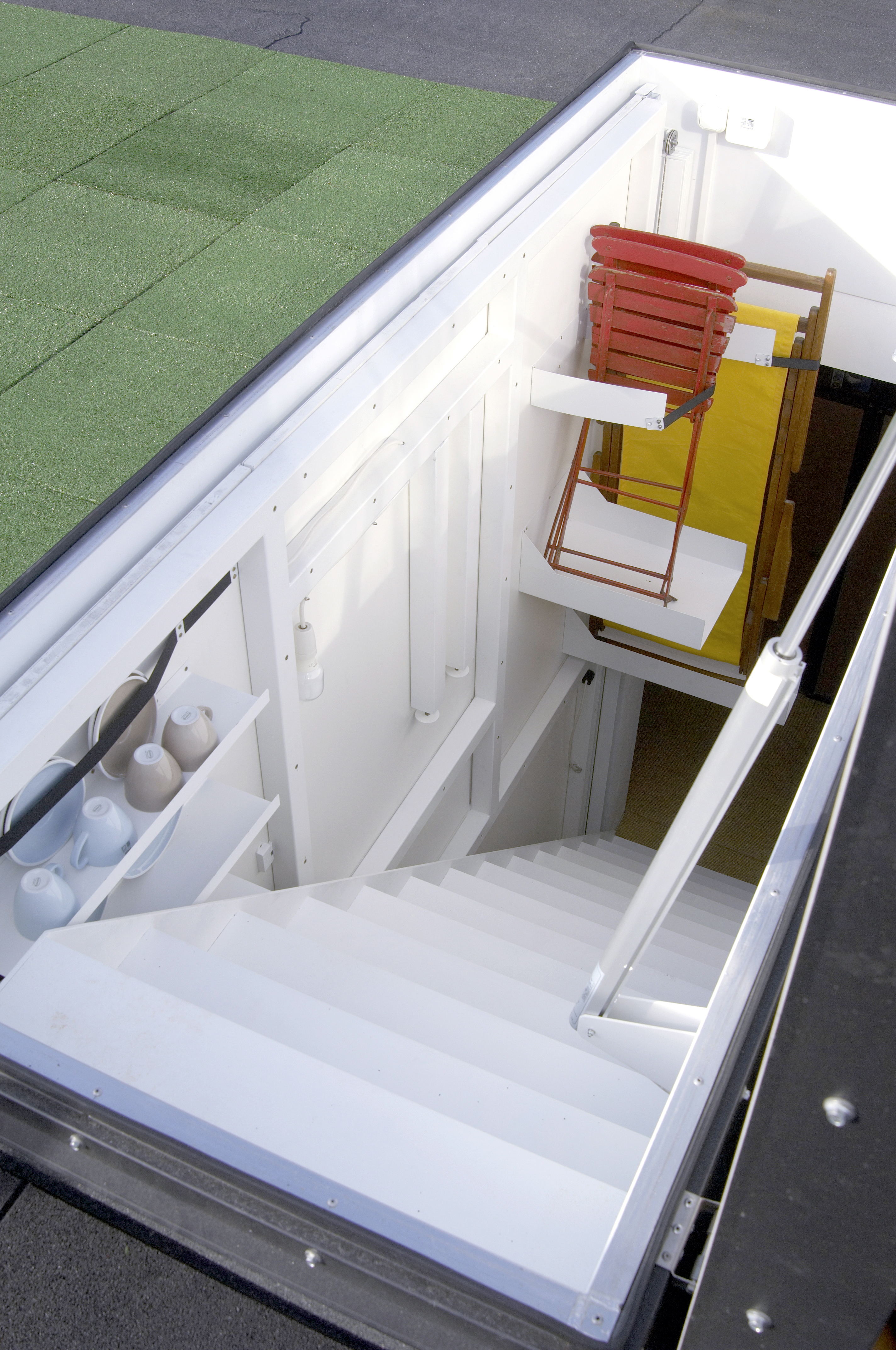 Treppenaufgang und Gartenmöbel